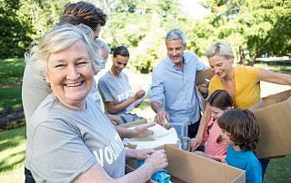 Senior Care in Denton TX: Benefits of Encouraging Your Parent to Volunteer during Boomers Making a Difference Month