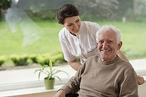 Caregivers in Frisco TX: 3 Reasons Hiring Home Care May Be the Best Choice for Your Senior Parent